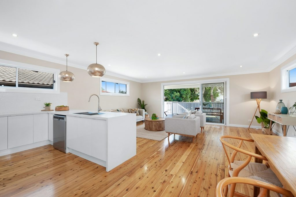 Charming weatherboard home - Belmont - Peony & Silk