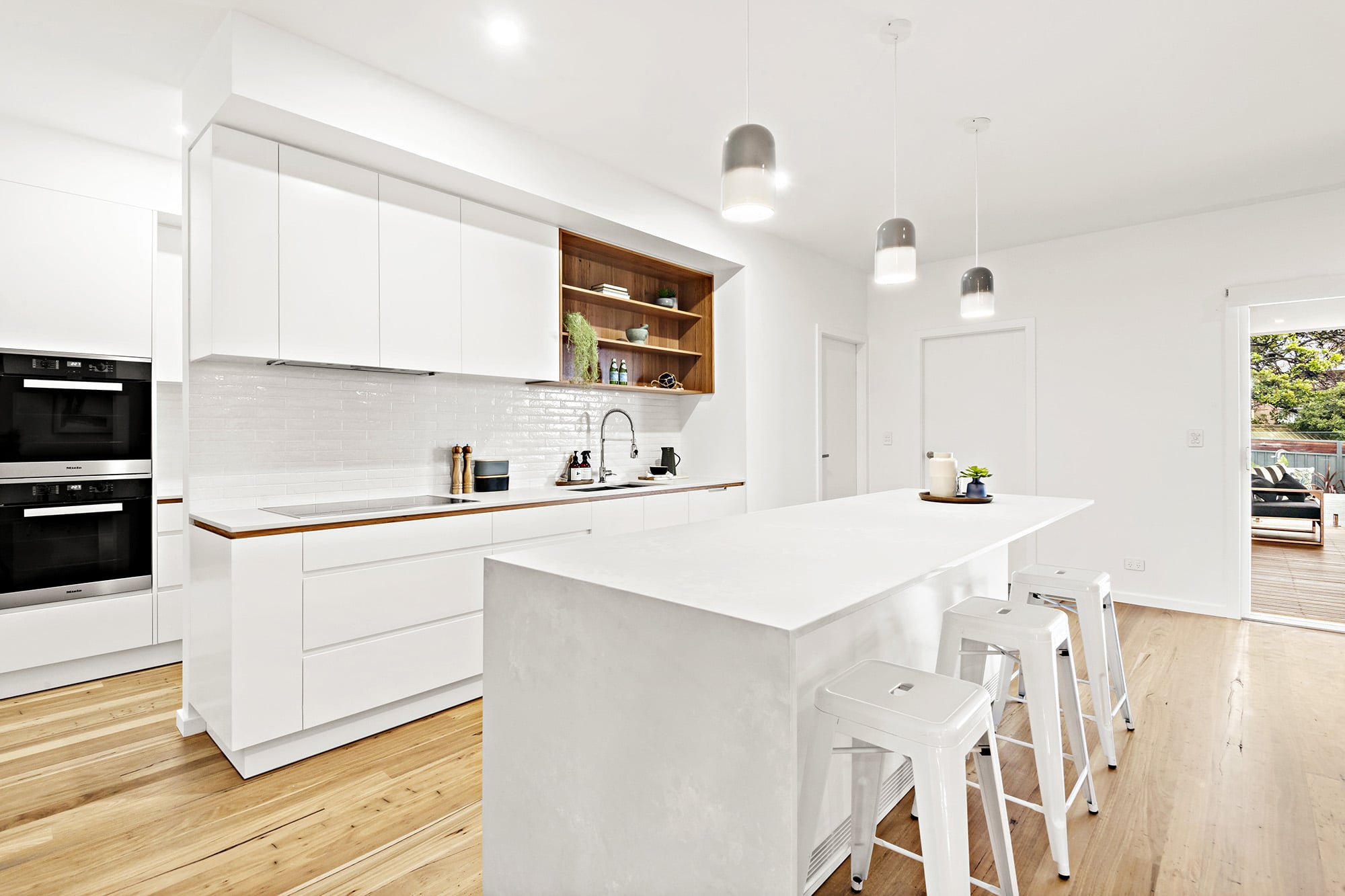 Bligh Street | Caves Beach - https://www.peonyandsilk.com.au/wp-content/uploads/2019/03/5-Kitchen.jpg
