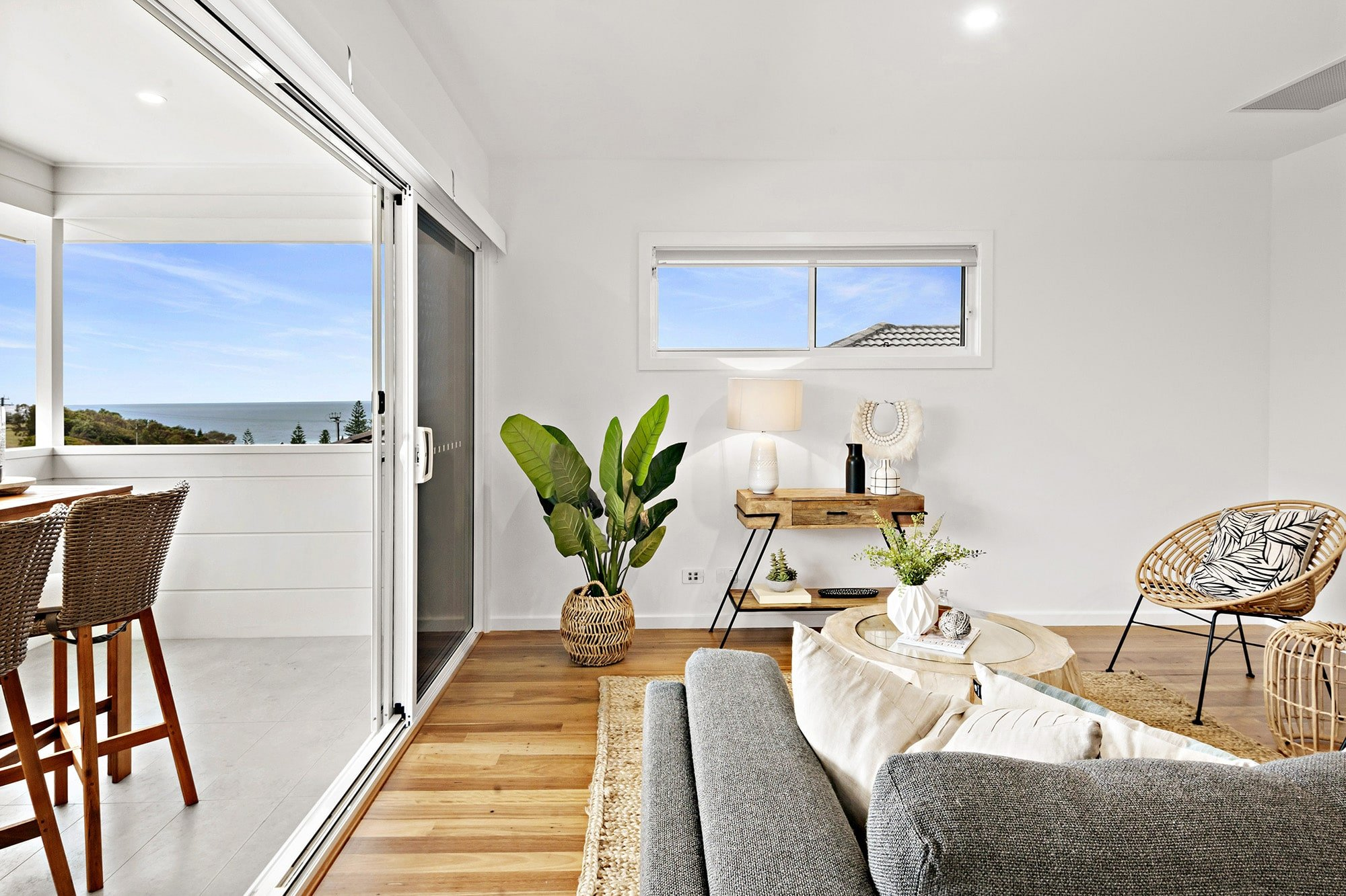 Bligh Street | Caves Beach - https://www.peonyandsilk.com.au/wp-content/uploads/2019/03/8-Living-Room.jpg