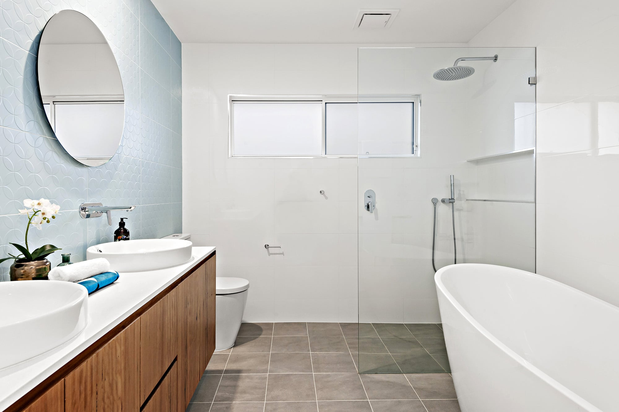 Bligh Street | Caves Beach - https://www.peonyandsilk.com.au/wp-content/uploads/2019/03/9-Bathroom.jpg